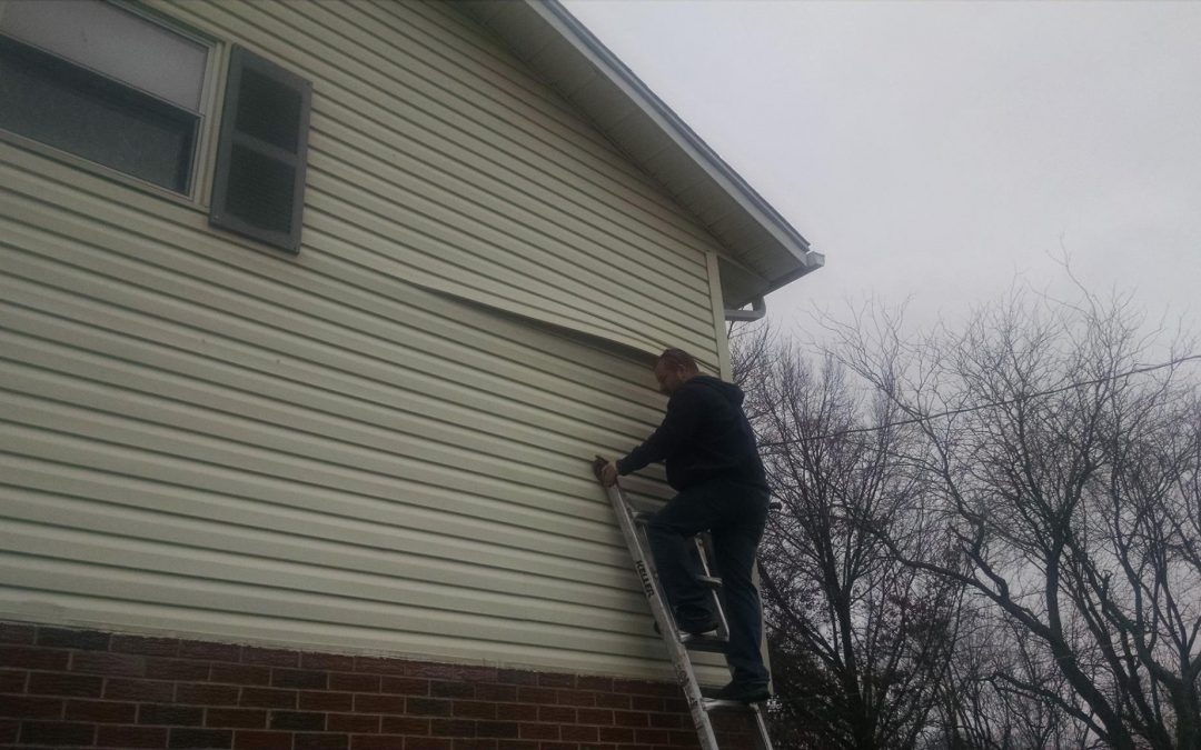 Consider these tips for hiring a good siding contractor.